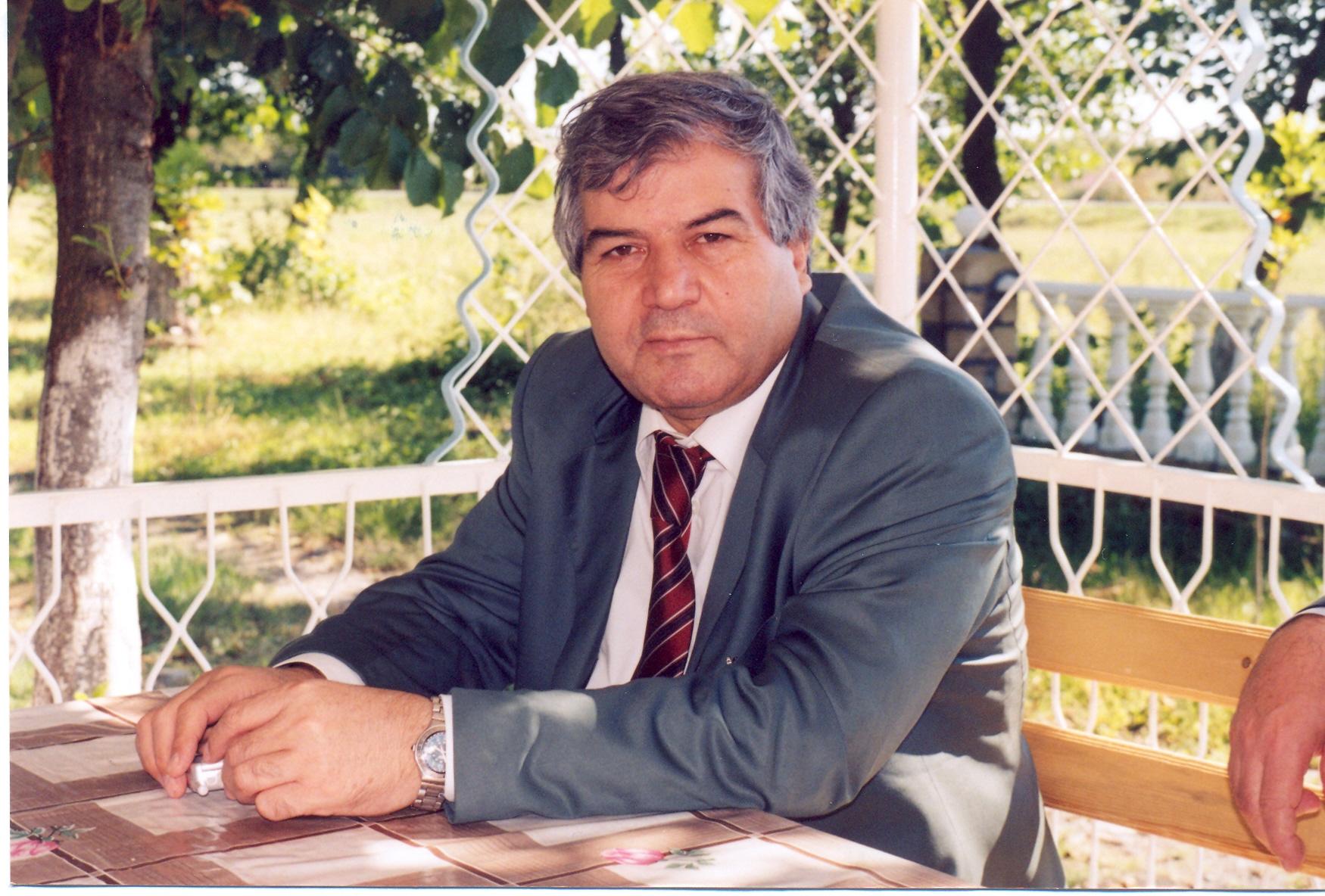 """Photo of Sabir Rüstəmxanlı Hötenin divanını tərcümə etdi – """"Şərq-Qərb Divanı""""- FOTO"""