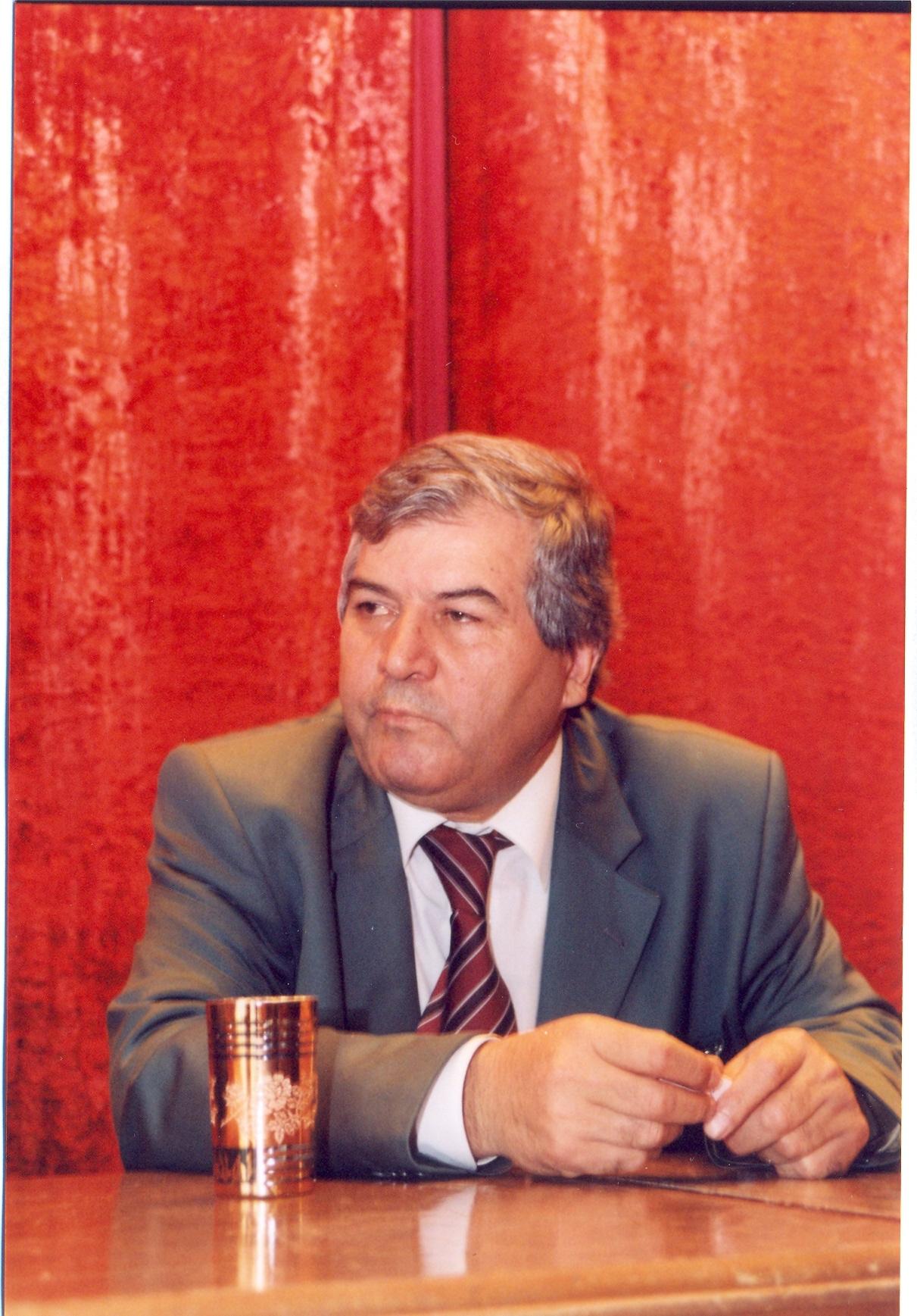 """Photo of Xalq şairi Sabir Rüstəmxanlı və """"Difai""""nin canlı bürcləri"""
