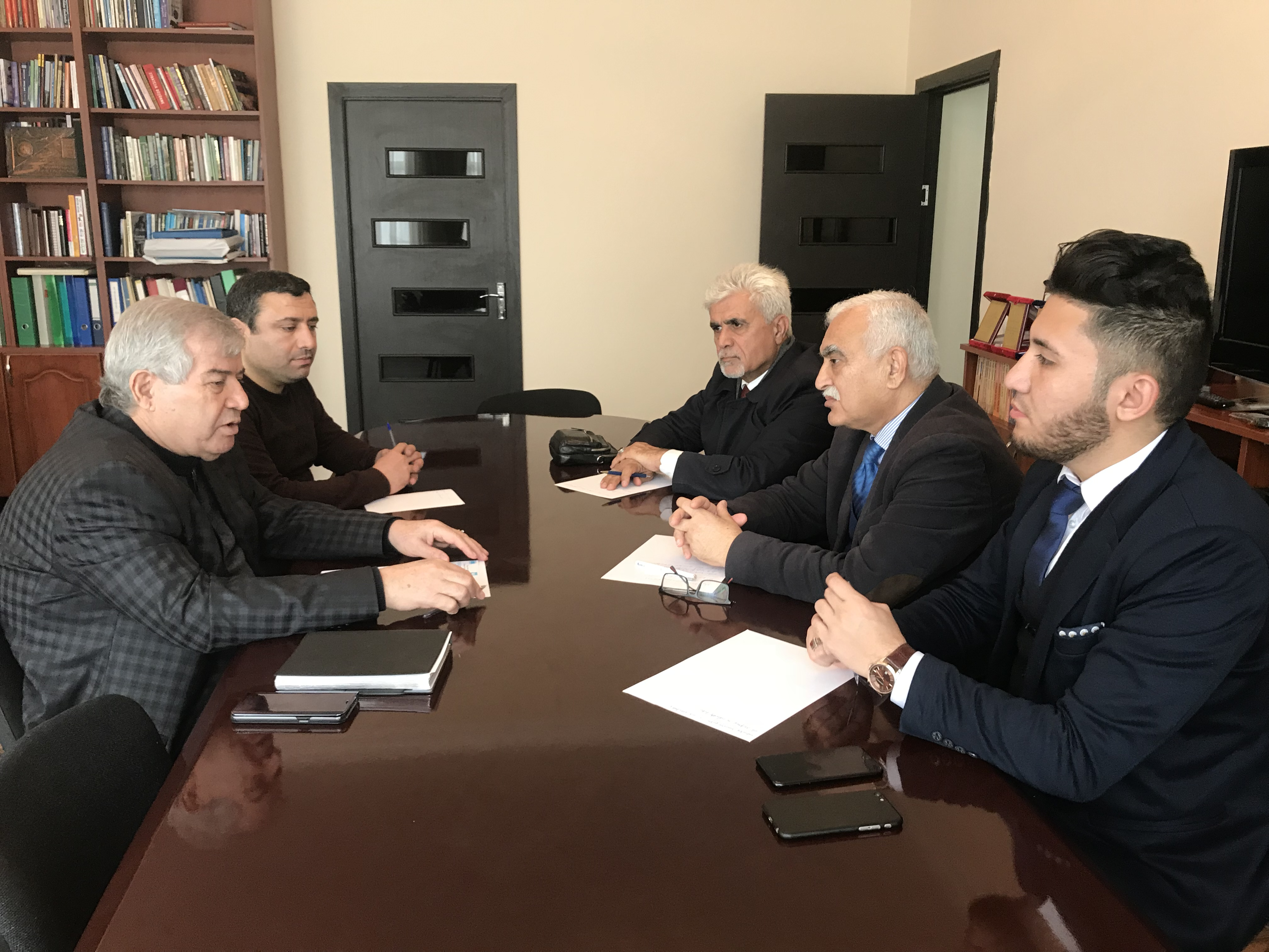 Photo of Sabir Rüstəmxanlı İraqlı siyasilərlə görüşüb. FOTO